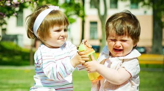 """别为孩子的""""自私""""行为喝彩"""