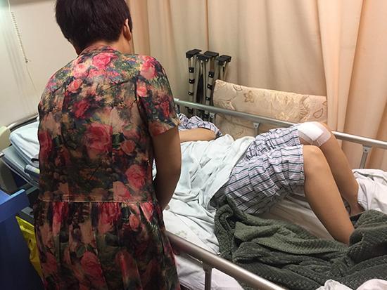 上海女子深夜遭疑似外卖员抢劫 身中数刀