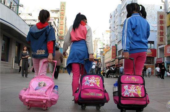 学校教育被超纲校外培训绑架 如何给它松绑?