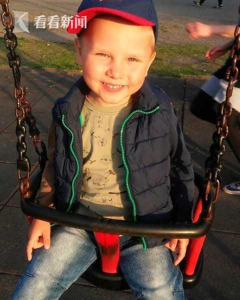 俄6岁男童冲进火场救爷爷身亡 被授国家勇气勋章